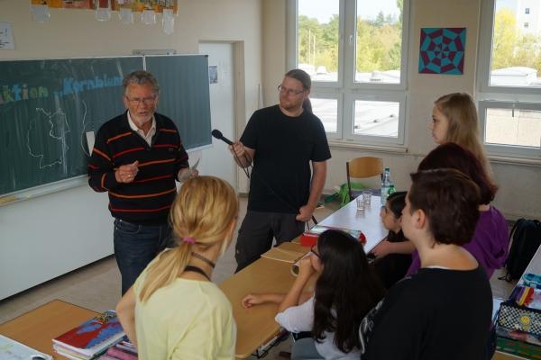 Pestalozzischule Eisenach – Zeitzeuge Hans Jachim Aulich berichtet – Marco Fischer vom Wartburg-Radio nimmt den Ton auf